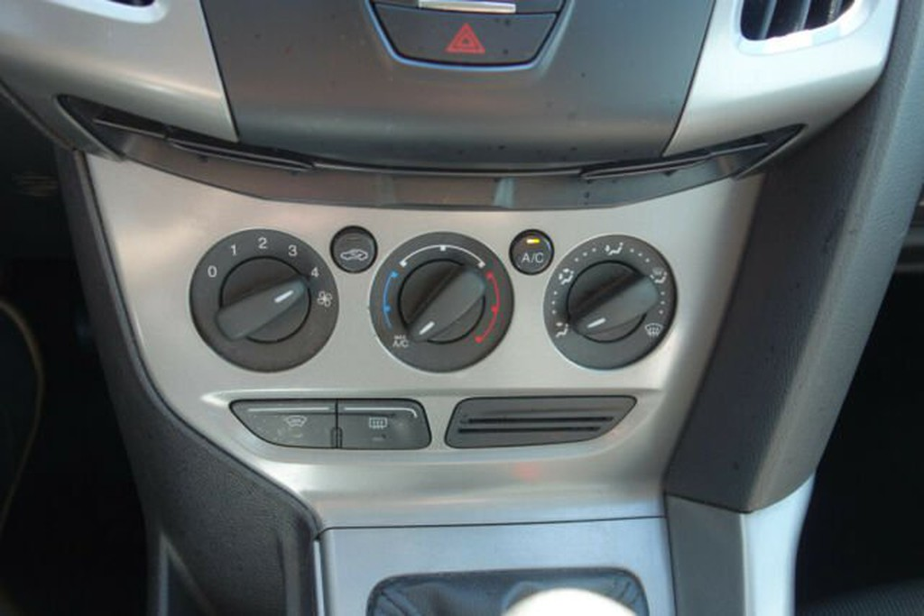 Ford Focus 1.6 TI-VCT Trend Scheibenhzg