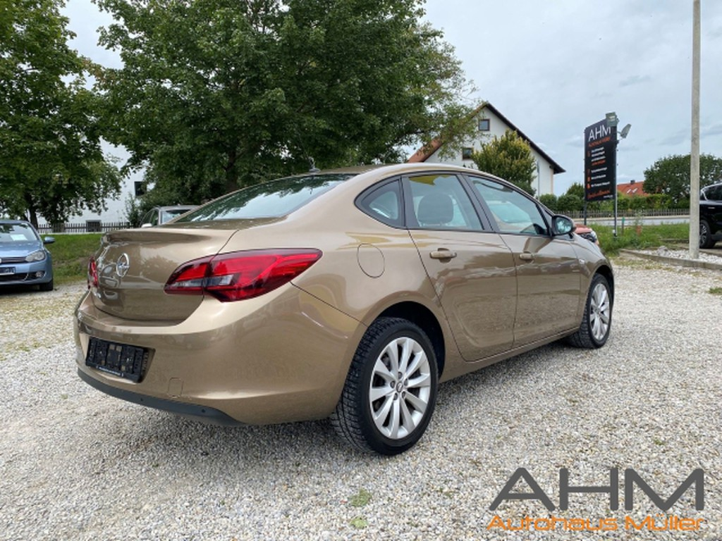 Opel Astra J Limousine AUTOMATIK