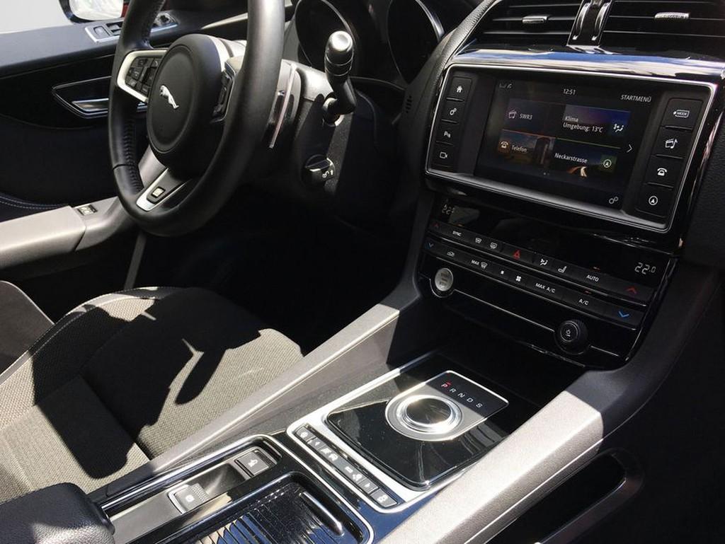 Jaguar F-Pace 20d AWD R-Sport Camera