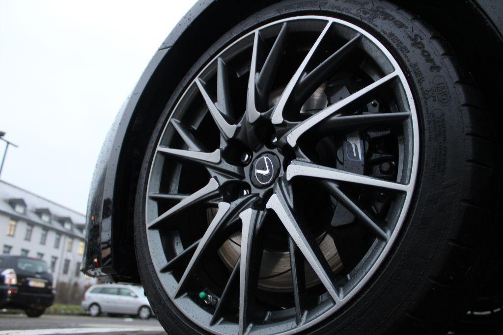 Lexus RC F Carbon TORSEN BREMBO
