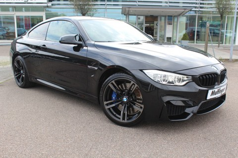 BMW M4 Coupe M DriversPackage Speed