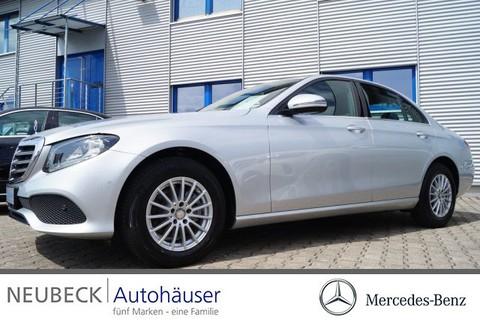 Mercedes-Benz E 200 Limousine Spiegel P Park->Pilot
