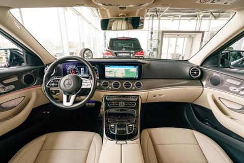 Mercedes-Benz E 220 d T All-Terrain HEAD MEMO DIST
