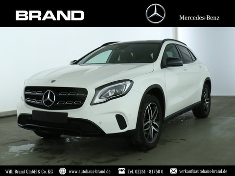 Mercedes-Benz GLA 180 Urban PSHD Night-P Park-A