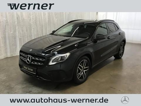 Mercedes-Benz GLA 200 Urban Night Park