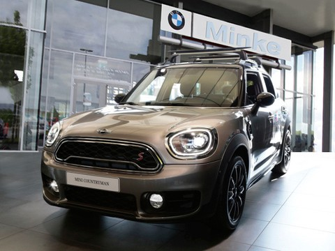 MINI Cooper S Countryman ALL4 Wireless Charging